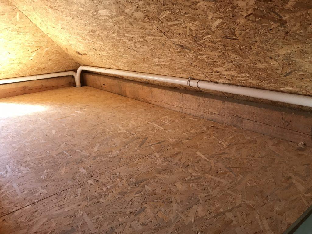 Pętla Retraflex na strychu, czyli sposób na ułożenie instalacji węża chowanego do rurociągu nawet nawet bez warstwy izolacji na poddaszu